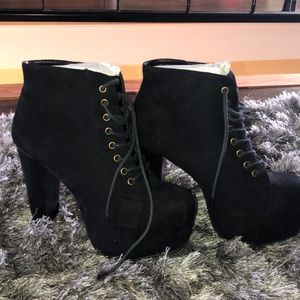 4a75553ce1a Shoes - Black platform chunky boots   booties size 7